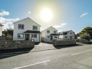 CREGYN MÒR, open plan layout, family friendly, pet friendly, in Holyhead, Ref