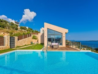 The 3-bedroom villa of your dreams with spectacular views ,tennis and pool