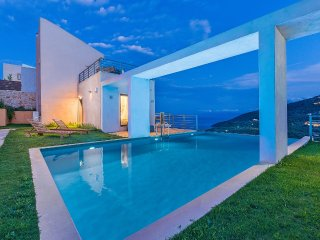 Junior 3-bedroom villa of your dreams with spectacular views ,tennis and pool