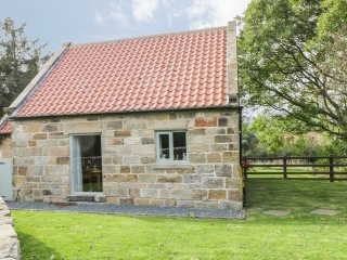 THE PIGGERY, romantic, character holiday cottage, with a garden in Sleights Near