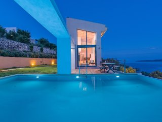 The 4-bedroom villa of your dreams with spectacular views ,tennis and pool