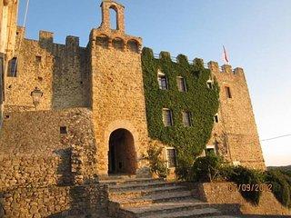Castello dal Cuore verde, del XIII sec. in posizione dominante tra Todi e Deruta