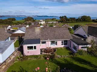 The Pink Beach Bungalow in Paignton