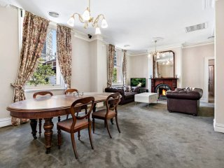 Hanna, Boutique 4BED CBD home