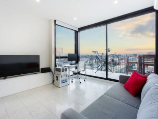 Beautiful Fitzroy 1BDR Penthouse level home