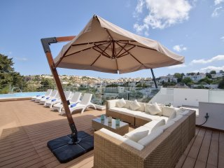 Villa Goa - Impressive views 5-bedroom 5-bathroom with indoor and outdoor pool
