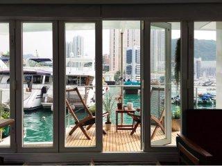 Unique houseboat experience - Aberdeen Marina Hong Kong