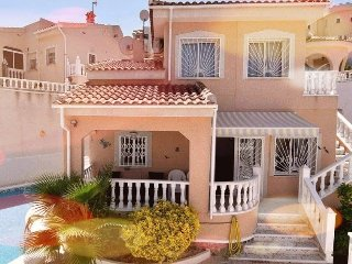 Beautiful 3 bedroom, 3 bathroom villa sleeps up to 6 people near to golf course