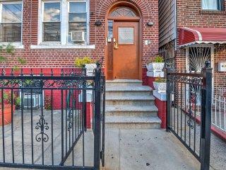 Bronx Apartment - 1 Block to Subway to Manhattan!
