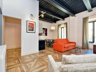 Elegant and renovated 2bdr in Rome