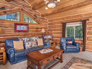 Log Home, Tucked Up Against Red Mountain, Walk to downtown and Hot Springs Pool!