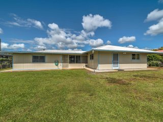 Updated Hilo House w/ Screened-In Porch & More!