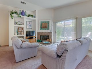 Desert escape 1.5 miles from Empire Polo Club w/ shared pool & hot tub, tennis!