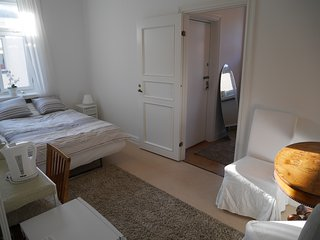 - private entrance - 2 bedrooms 8 min walk from OldTown