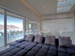 Modern Luxury Villa Overlooking Lake Maggiore and the Borromeo Islands  - Villa