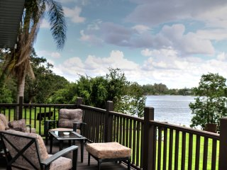 Luxury Waterfront Home - Within Minutes of Universal Studio Orlando - 4BR/3BA