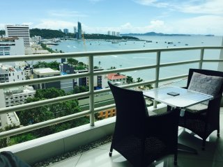 View Talay 6 Pattaya Beach condominium by Honey