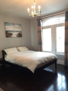 Downtown Toronto- 201 room Peony