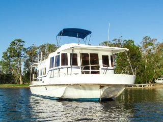 Scarborough: 45ft Houseboat on Lake Macquarie
