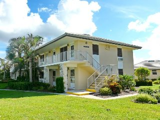 Tranquil inland condo w/ heated pool just a short walk from the beach