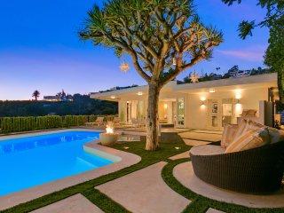 1101 - Hollywood Hills Glamorous Villa