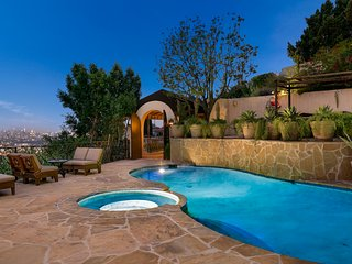 Hollywood Hills Unreal Panoramic View of Los Angeles and Private Pool + Hot Tub