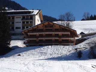 Modern apartment with stunning views close to lifts and Chatel centre