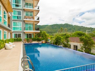 Spacious, Modern 2 Bedroom Apartment with Pool & Gym