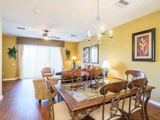 Luxury Modern Town Home, Vista Cay - 4004