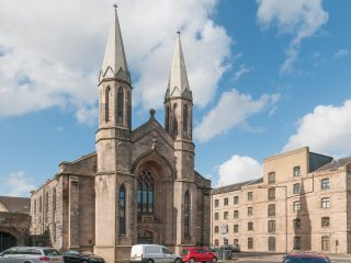 The Citadel Apartment - Foodie Heaven in Leith!