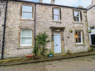 THE COTTAGE, pet friendly, character holiday cottage in Tideswell, Ref 961550