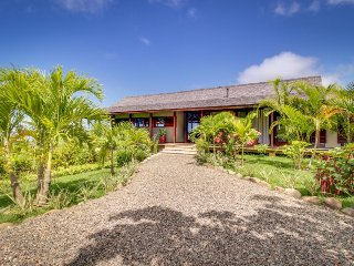 Gorgeous property w/ private pool, guest house, balcony, & unparalleled views!