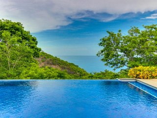 Gorgeous resort villa  w/ shared pool, amazing ocean views, and beach access
