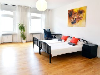 Bright double room Berlin city center