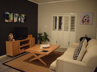 Stylish 2 Bedroom Apartment close to Table Mountain