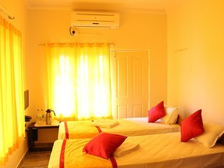 varada comforts ( Room - 17 ), vakantiewoning in Bangalore Rural District