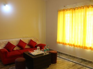 varada comforts ( Room - 11 ), vakantiewoning in Bangalore Rural District