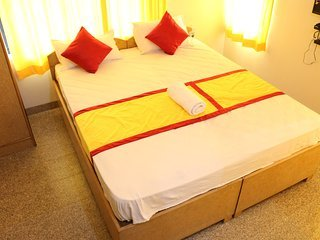 varada comforts ( Room - 5 ), vakantiewoning in Bangalore Rural District
