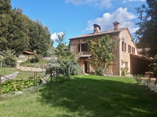 Picturesque Tuscan Villa near Siena Private Fenced Chl-free Pool Free Wi-Fi 20P