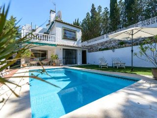 Traditional | Family Villa | Calahonda | Private Pool | Close to amenities