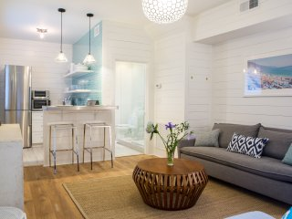 Renovated Cottage Near King Street- With Parking