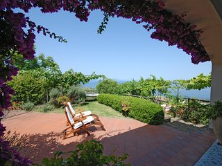 Il Frutteto,  house with  wonderful views over Capri, garden and private pool