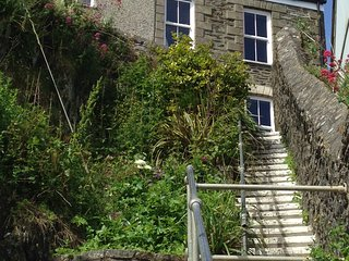 Fabulous 2 bed cottage with outstanding views of the harbour & parking included