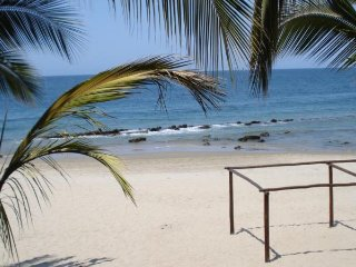 Cosy Private Bungalow in 'Las Pocitas' Mancora Peru / 300m to beach/ garden BBQ