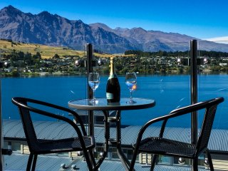 Amazing Queenstown 3 Bed Apartment + BBQ & Netflix! Sleeps 4-8
