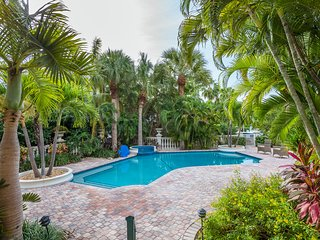 Exquisite Newly Remodeled 4 BR Key Colony Beach Home with Private Dock and Pool
