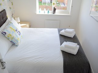 Double bed in bedroom 1