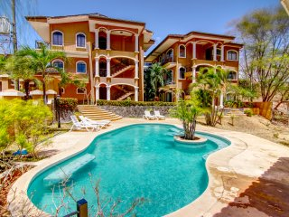 3 Bedroom 2 bath Condo in Tamarindo Beach!