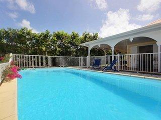Superbe villa créole avec piscine à 5mn des plages