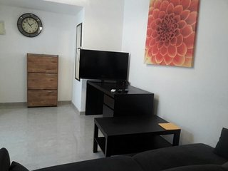 Spacious apartment in Tel Aviv-Yafo with Internet, Air conditioning, Terrace